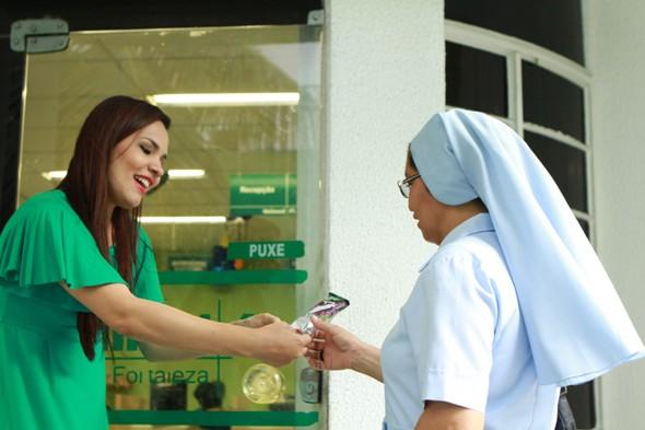 Unimed Fortaleza comemora Dia do Cliente com entrega de picolés