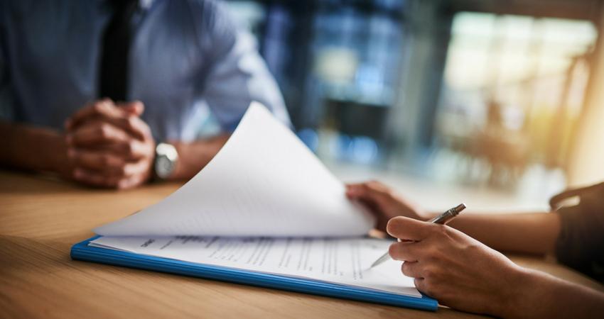 10 Causas e 7 soluções práticas para a rotatividade de funcionários