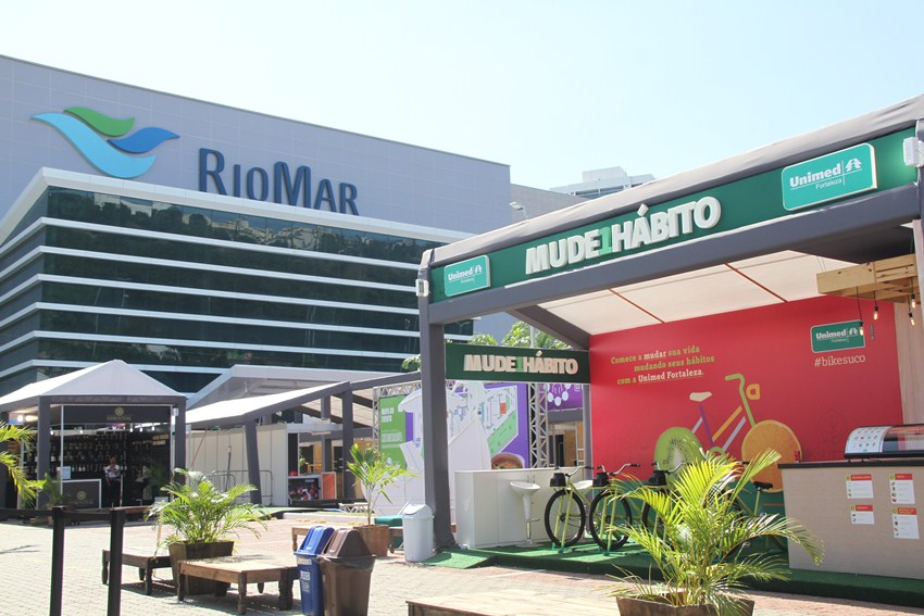 Fachado da ação BikeSuco da Unimed Fortaleza no RioMar Shopping