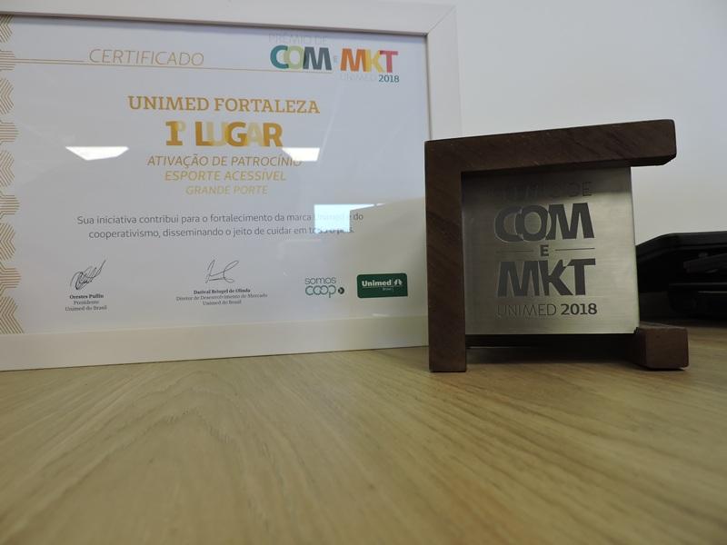 Certificado ao lado do prêmio de 1º lugar na categoria Ativação de Patrocínio