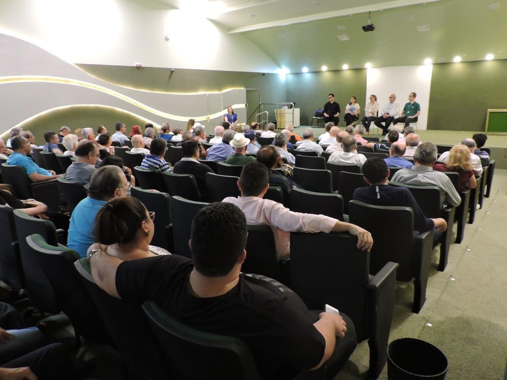Foto do auditório com os participantes da Roda de Conversa sobre Novembro Azul