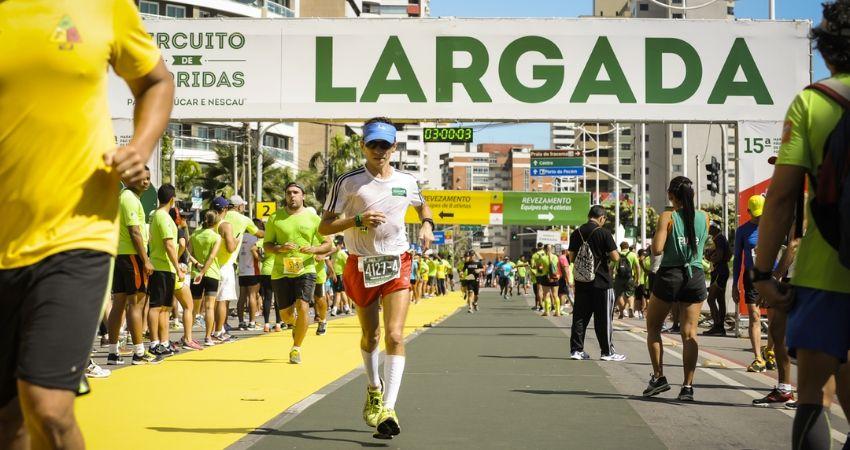 Desportista Félix Luis cruzando a linha de chegada