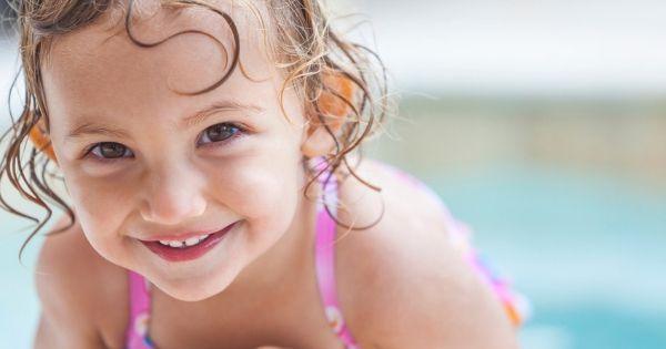 5 benefícios da natação infantil para o desenvolvimento do seu filho