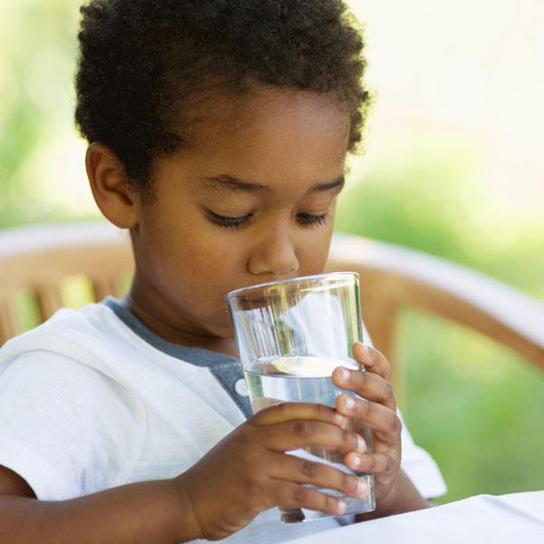 Aprenda a reconhecer os sinais de desidratação em todas as idades