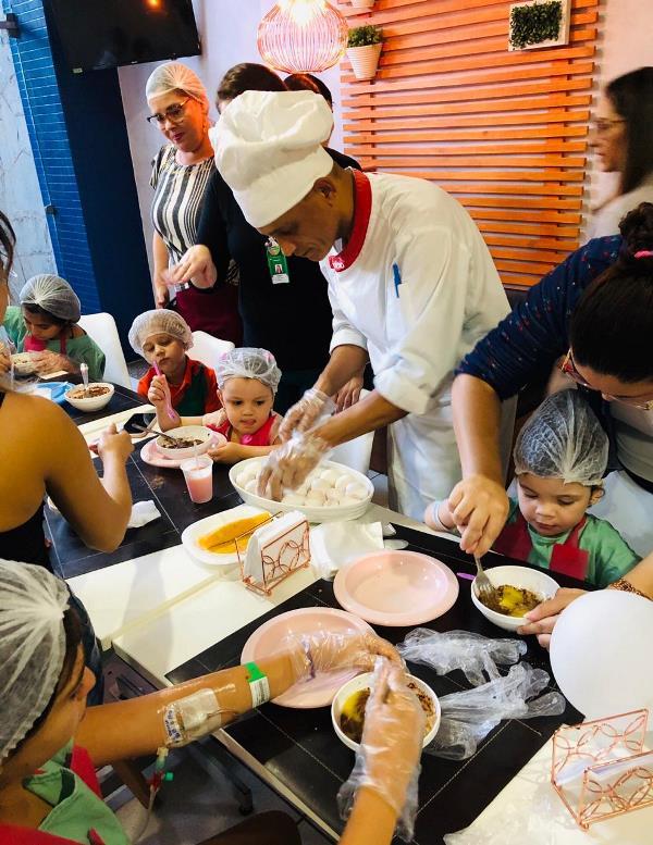 Clientes e pacientes internados ganham Dia das Crianças especial