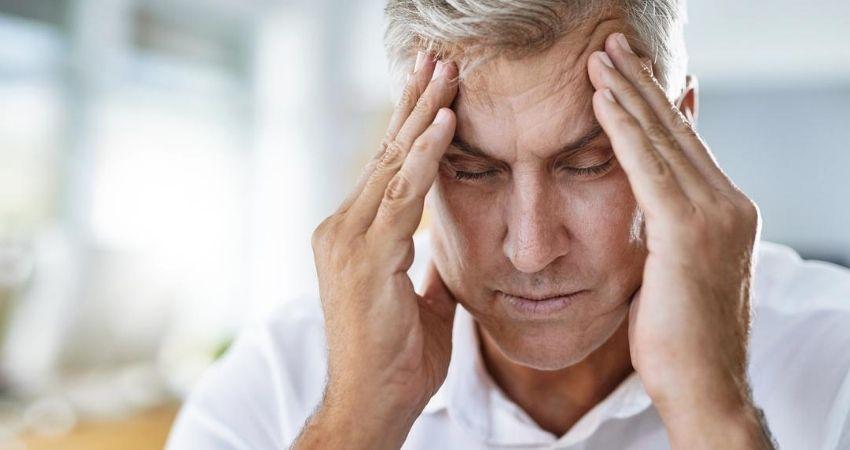 Homem com sintomas de meningite