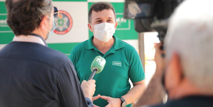 Presidente da Unimed Fortaleza, Dr. Elias Leite, na coletiva de imprensa de inauguração dos postos guarda-vidas na Praia do Futuro.