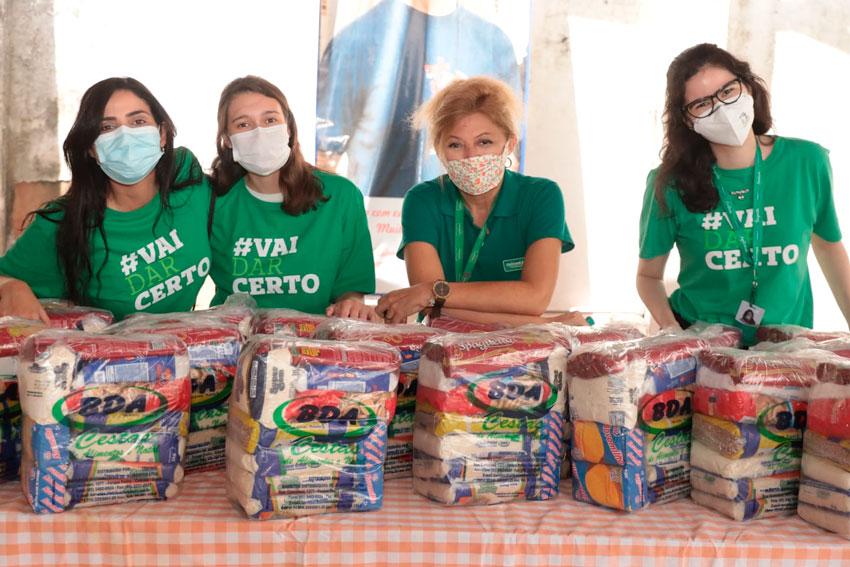 Solidariedade: Entrega das cestas básicas com parte do valor das camisas do movimento #VaiDarCerto
